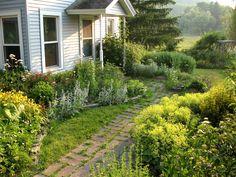 farm house yard ideas | Garden Bloggers' Design Workshop – Front-Yard Gardens