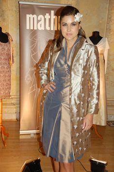 Gehrock, Seidenkleid, Brautmutterkleid, mother of bride Red Leather, Leather Jacket, Sari, Jackets, Fashion, Frock Coat, Bridal Gown, Curve Dresses, Studded Leather Jacket