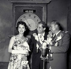 """Perry Como, guest star at """"Il Musichiere"""", with TV announcer Marisa Borroni and Mario Riva in the course of the show."""