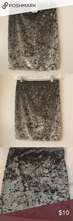 NWT Forever 21 Grey Crushed Velvet Mini Skirt M NWT Forever 21 velvet mini skirt. Perfect condition. Size Medium. Forever 21 Skirts Mini
