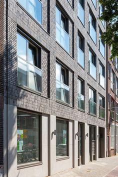 Lückenbebauung, Amsterdam   Referenzen   Fassaden-Projekte   Klinkerwerk Hagemeister Roof Cap, Brick Detail, Student House, Wooden Windows, Brick Facade, Brick Building, Brickwork, Facade Architecture, Window Design