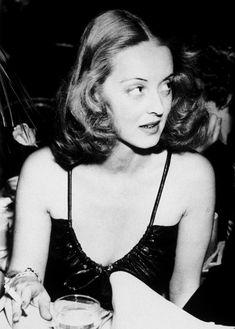 anantoinetteaffair:    Bette Davis.