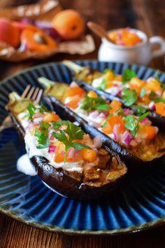 Aubergines au four et salsa d'abricots à la coriandre Salsa, Tacos, Mexican, Ethnic Recipes, Food, Eggplants, Earth, Recipes, Kitchens