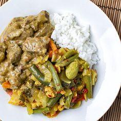 Nu lekker Indonesisch eten bij mijn Indonesische schoonmoeder, maar jij kan morgen ook Indonesisch thuis eten 😉 Ik heb namelijk een lekker recept voor Rendang online gezet! Mijn favoriet 💞 Helemaal handig voor als je een slowcooker thuis hebt staan die aan het verstoffen is 😊 Check het recept op m'n blog 😁  #rendang #indofood #indonesianfood #sajoerlodeh #dinner #diner #instafood #foodporn #foodstagram #foodgasm #goodfood #comfortfood #foodie #food #foodheaven #foodblogger #foodblog