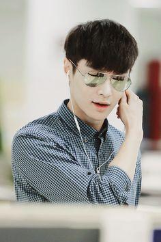 #lay #exolay #exo I need these glasses yo