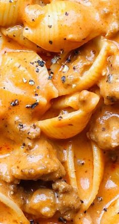 Creamy Beef and Shells - A quick/easy ground beef recipe, this is a pasta dish that will be on your dinner table all week long! So creamy and so comforting! Easy Casserole Recipes, Pasta Recipes, Cooking Recipes, Pork Recipes, Casserole Dishes, Ground Beef Recipes Easy, Beef Recipes For Dinner, Entree Recipes, Chicken