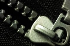 How to Fix a Zipper That Has Pulled Apart in a Purse
