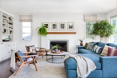 Fight Against Living Room Sectional Ideas Layout Color Schemes - walmartbytes Casas California, California Homes, California Cool, Mediterranean Living Rooms, Mediterranean Style Homes, Mediterranean Architecture, Living Room Designs, Living Room Decor, Living Area