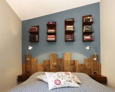 Industrial bedroom photos in blue by rachele biancalani studio - architecture & design Shabby Chic Bedrooms, Trendy Bedroom, Wooden Pallet Furniture, Diy Furniture, Rustic Industrial Bedroom, Industrial Style, Reclaimed Wood Headboard, Bois Diy, Old Beds