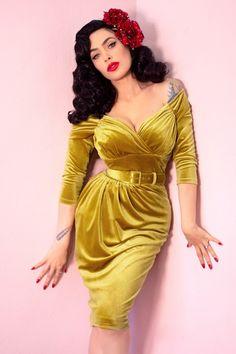 Starlet Wiggle Dress in Gold Velvet - Vixen by Micheline Pitt The Starlet dress is the ultimate Belted Dress, The Dress, Bodycon Dress, Moda Vintage, Vintage Mode, Estilo Pin Up, Vintage Style Dresses, Elegant Dresses, Sexy Dresses
