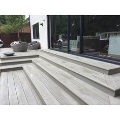 Solum vloeren - Eiken Grijs, terras villa, ongelijkvloers, trapsgewijs. Hét meest natuurgetrouwe alternatief voor hardhout en composiet.