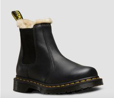 Doc Martens have been in style for almost 60 years, discover what made them so popular. We also discuss how to wear them in style! Doc Martens Outfit, Doc Martens Boots, Winter Socks, Winter Wear, Top Shoes, Black Shoes, Dress Shoes, White Doc Martens, Modesty Fashion