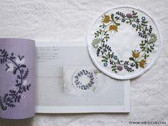 yumikohiguchi「2色で楽しむ刺繍生活」から Flower  wreathの応用