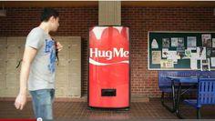 Машина за прегръдки на Кока Кола #hugmecoke