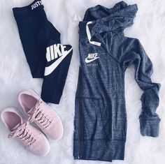 Cool Gym Outfit Ideas Will Boost Up Your Spirit To Workout Celebrity Fashion Outfit Trends And Beauty Tips Athleisure Outfits, Nike Outfits, Sport Outfits, Ladies Outfits, Cute Outfits For School, College Outfits, Freshman High School Outfits, Casual Fall Outfits, Spring Outfits