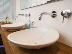 Design badkamers: enkele voorbeelden ter inspiratie voor jouw badkamer! Sink, Home Decor, Sink Tops, Interior Design, Home Interior Design, Sinks, Vanity, Home Decoration, Decoration Home