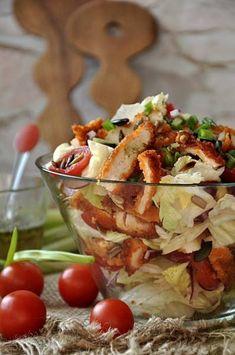 Ta krucha sałatka należy do moich ulubionych, a na rodzinnym przyjęciu zawsze wzbudza zachwyt gości zarówno swoim apetycznym wyglądem jak i gamą smaku. Sałatka jest ba... Healthy Snacks, Healthy Eating, Healthy Recipes, Appetizer Recipes, Salad Recipes, Good Food, Yummy Food, Sprout Recipes, Macaron