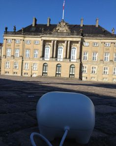 Today I continued my trip around beautiful Copenhagen. I was in a royal mood so I stopped by Amalienborg Castle and looked for Queen Margrethe and the royal family. I'm pretty sure the Queen waved at me but I couldn't wave back. I don't have any arms. But oh well, I hope you are all enjoying your weekend out there. *Oink*.
