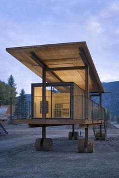 Rolling Huts in methow valley are minimally appointed mountain cabins mounted on wheels, designed by Seattle architects Olson Sundberg Kundig Allen. Container Buildings, Container Architecture, Interior Architecture, Interior And Exterior, Casas Containers, Shipping Container Homes, Shipping Containers, Tiny House, House Design