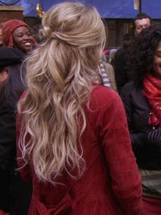 I scrunch a little bit of my hair back like this, but I love the simple waves. *sigh*