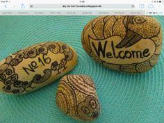DIY se her hvordan: Tusch på sten The Rock, Doodles, Rocks, Diy, Nature, Naturaleza, Bricolage, Do It Yourself, Stone