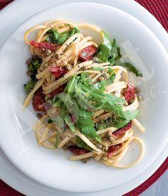 Linguine s chorizem, rukolou & kapary recept - ApetitOnline. Linguine, Chorizo, Spaghetti, Tacos, Pasta, Beef, Ethnic Recipes, Food, Amp