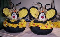 peso de porta abelhinhas, via Flickr.