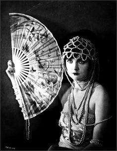 Il ventaglio - Vogue.it 1928 #TuscanyAgriturismoGiratola