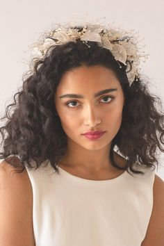 A soft and romantic Organza Hair Crown, with a luminous golden hue and a shimmering display of crystal beads. Crown Hairstyles, Bride Hairstyles, Hairstyle Ideas, Easy Hairstyles, Curly Bridal Hair, Wedding Hairstyles For Curly Hair, Kylie, Curly Hair Styles, Natural Hair Styles