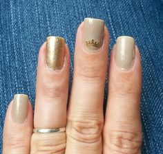Crown alloy & gold accent nail. My digits. #nails