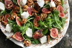 Ξεφούσκωμα Express: Εξαφανίστε 13 κιλά ακαθαρσιών από το έντερό σας, με αυτή τη σπιτική συνταγή! - Ομορφιά & Υγεία - Athens magazine Walnut Recipes, Fig Recipes, Snack Recipes, Salad Recipes Video, Chicken Salad Recipes, Honey Drizzle Recipe, Roast Pumpkin Salad, Fig Salad, Cheese Pumpkin