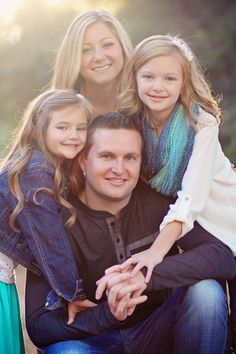 Family Photoshoot, Fall Photos, Family of four, Christmas photos, Family Shoot, Fall Colors.