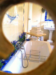 La salle de bain de la Chambre Caroline vue sous un autre angle ! #relaxation #DétenteChâteau #SalledebainCosy #DouceurAngevine #Anjou