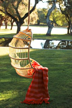 Love these little hanging chairs for backyards; I could just curl up with that blanket and read a book :)