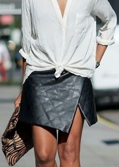 Quilted leather skirt - I want so much. Always wear a white shirt. Style Désinvolte Chic, Street Style Chic, My Style, Tomboy Style, Style Blog, Wrap Style, Looks Chic, Looks Style, Paris Mode