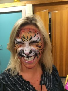 A tigerwoman face painted at a face painting class held by ansiktsmaler.no