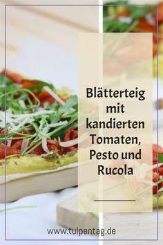 Schnelle Tarte mit Blätterteig, Tomaten, Pesto, Rucola und Parmesan. Einfach, schnell, vegetarisch.
