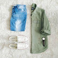 """""""Najwyższy czas się ubrać ;-) #lazysaturday #slowweekend #ootd #militaryshirt #jeansandsneakers"""""""