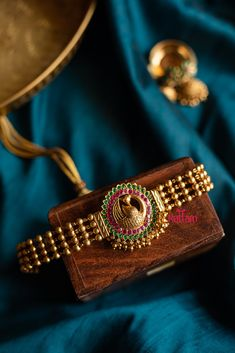South Indian Jewellery, Indian Jewelry, Jewelry Design Earrings, Gold Jewelry, Fashion Necklace, Fashion Jewelry, Gold Belts, Temple Jewellery, Gold Fashion