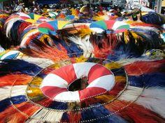 A rica história do Maranhão, suas lendas, danças, sotaques do bumba-meu-boi, tambor de crioula e outros ritmos da cultura maranhense, culinária e o artesanato, são alguns dos temas da trupe da Companhia Barrica.