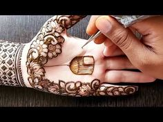 This is very elegant stylish unique front hand mehndi design. Hope you all like it Here is some more designs- latest mehndi design- https:/. Mehndi Designs Front Hand, Stylish Mehndi Designs, Modern Mehndi Designs, Mehndi Designs For Girls, Mehndi Designs For Beginners, Mehndi Design Photos, Wedding Mehndi Designs, Mehndi Designs For Fingers, Beautiful Mehndi Design