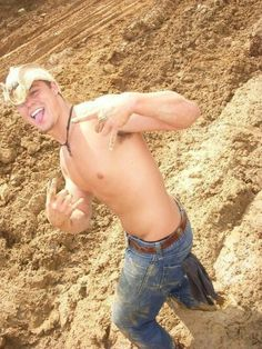 Danngg! Anyone who thinks country boys aren't attractive is either stupid or blind!
