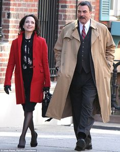 Tom Selleck, gets hearts a fluttering as he films Blue Bloods Tom Selleck Blue Bloods, Bebe Neuwirth, Blue Bloods Tv Show, Cbs Tv Shows, Jesse Stone, Film Blue, Sam Elliott, Magnum Pi, Fashion Images