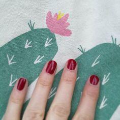 De retour avec le sublime #massai de Dior et mon totebag #cactus  une jolie journée à vous  #nails #nailart #bag #notd #sunnyday #RT