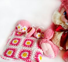 Crochet daisy baby blanket colorful hat and shoes от TheCCVillage