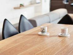 Jaki wybrać stół do małej kuchni. Pomysły na fajne zagospodarowanie małej ilości miejsca. Stoły rozkładane, wysuwane z zabudowy kuchennej itp.
