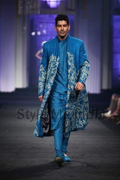 Narendra-Kumar-Ahmed-at-India-Bridal-Fashion-Week-2012-22.jpg 443×664 pixels
