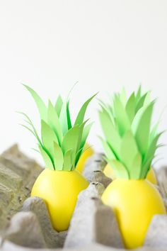 TOO cute! DIY pineapple Easter eggs!