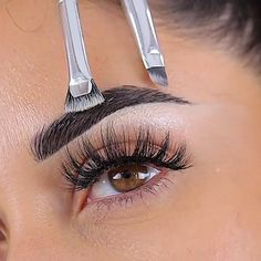 Lashylicious is a glamorous line of premier eyelashes, offers a world-class line of mink eyelashes designed with the highest quality material. Best Eyebrow Makeup, Eye Makeup Steps, Contour Makeup, Eyeshadow Makeup, Makeup For Eyebrows, How To Eyebrows, Straight Eyebrows, Sparse Eyebrows, Nose Contouring
