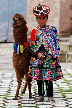 children Face South America - The Quechua girl and the Lama Peru We Are The World, People Around The World, Alpacas, Folklore, Folk Costume, Costumes, Equador, Argentine, Thinking Day